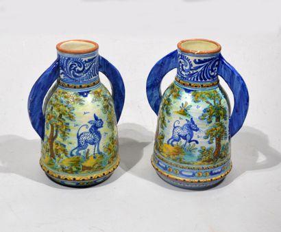 TALAVERA - Paire de vases à anses en faïence...