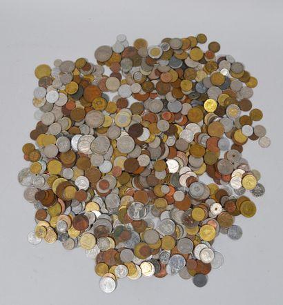 LOT DE PIECES de monnaies et de 19 BILLETS...