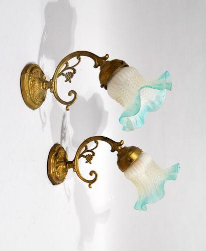 LOT DE LAMPES à abat-jour en verre opaque...