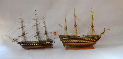 4 maquettes de bateau dont 3 mâts et 5 mâts...