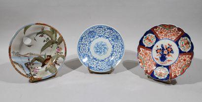 Lot de 3 assiettes en porcelaine à décor...