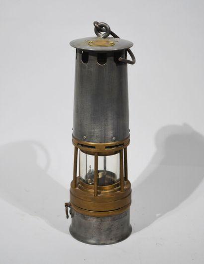 LAMPE DE MINEUR avec plaque située et son...