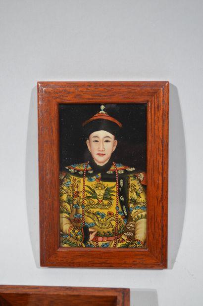 Lot d'art d'Asie comprenant deux cachets en bronze à décor de chien de Pho (3,5...