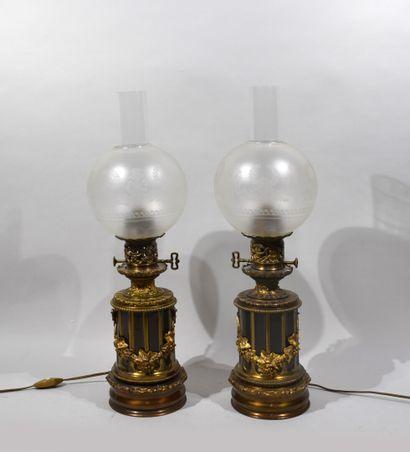 Paire de LAMPES à pétrole en composition...