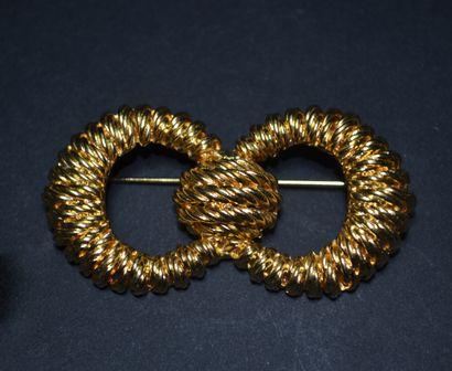 BALENCIAGA  Broche en métal doré en forme...