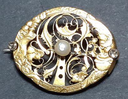 BROCHE en métal doré et argent composé d'un...