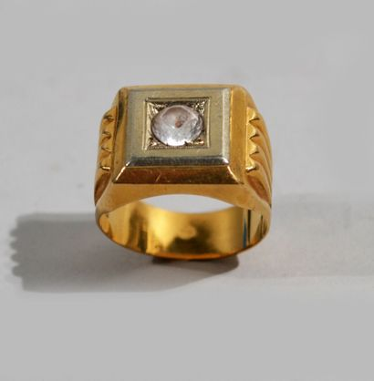 CHEVALIERE en or de deux tons 18 K (750/oo),...