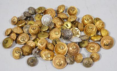 Lot de boutons en métal doré et argenté aux...