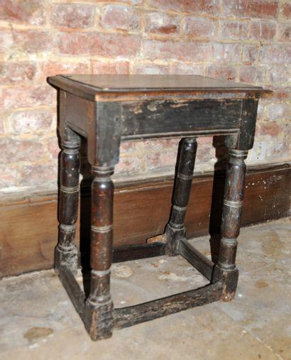 Table rustique en chêne tourné  Époque XIXe...
