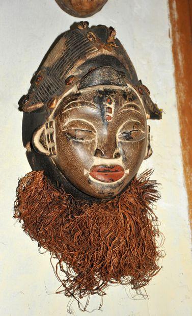 AFRIQUE - Masque Yaka en bois sculpté polychrome...