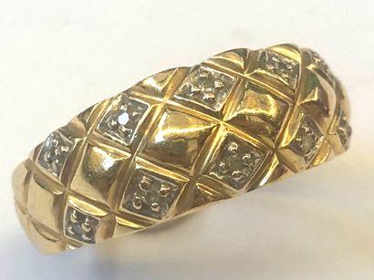 BAGUE en or jaune 18K(750/1000e) à décor...