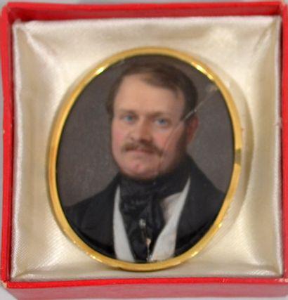 Portrait d'homme sur carton cerné d'un cadre...