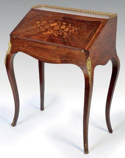 Bureau de pente marqueté Style Louis XV....