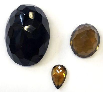 Lot de trois pierres taille ovale comprenant...