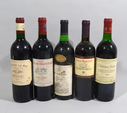 Lot comprenant :  - 1 bouteille de CHATEAU...