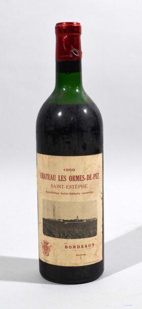 Une bouteille de CHATEAU LES ORMES DE PEZ...