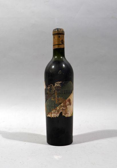 Une bouteille de CHATEAU LA TOUR MARTILLAC Cru exceptionnel 1947  (niveau base goulot,...