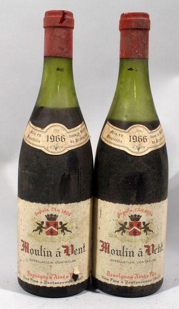 2 bouteilles de MOULIN A VENT Beaujolais...