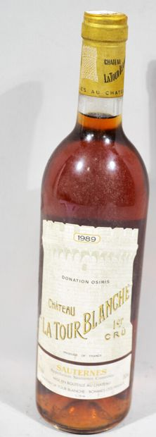 Une bouteille de CHATEAU LA TOUR BLANCHE...