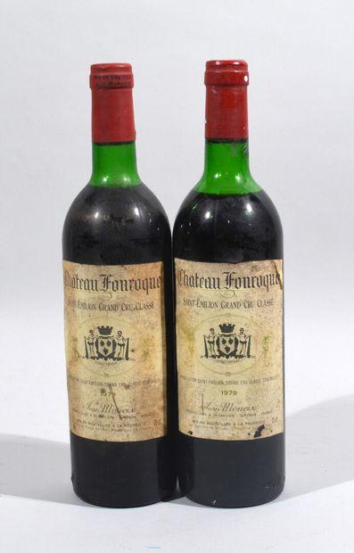 Deux bouteilles de CHATEAU FONROQUE Saint...