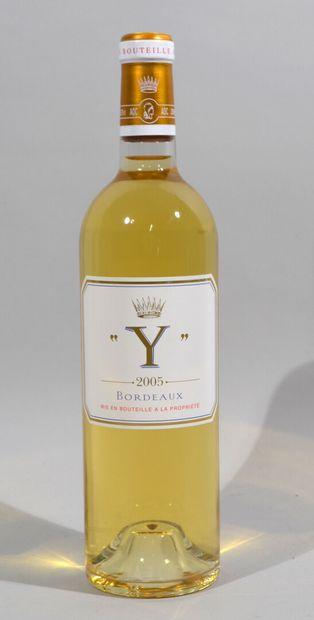 Une bouteille de Y d'YQUEM Bordeaux 2005