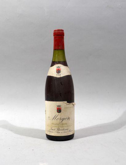 Une bouteille de MORGON Domaine Emile Chandesais...