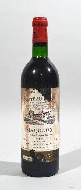 Une bouteille de CHATEAU TAYAC Margaux A....