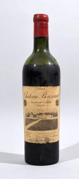 Une bouteille de CHATEAU BOUSCAUT Graves...
