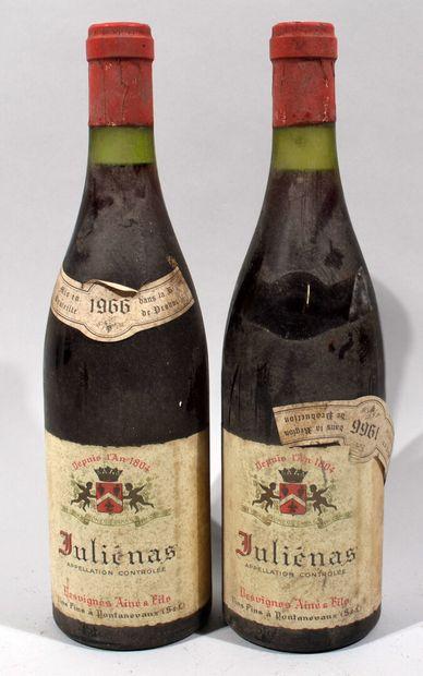 2 bouteilles de JULIENAS 1966 (étiquettes...