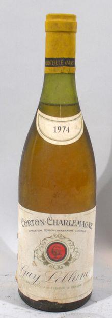 Une bouteille de CORTON CHARLEMAGNE Grand...