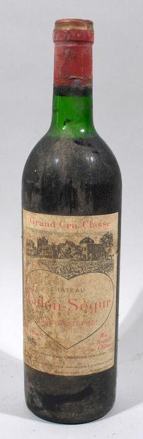 Une bouteille de CHATEAU CALON SEGUR Saint...