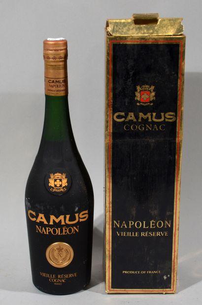 1 bouteille de Cognac, Napoléon, Camus. Avec...