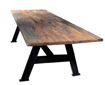 Importante et grande TABLE de salle à manger...