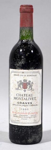 Une bouteille de CHATEAU MONTALIVET Graves...