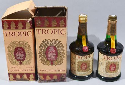 2 bouteilles de Rhum Tropic Liqueur des Isles...