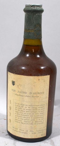 Une bouteille de VIN JAUNE d'Arbois Rolet...