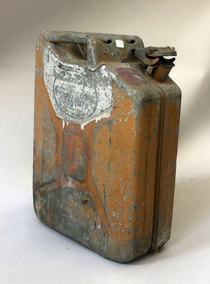 Bidon de carburant industriel en métal inscrit...