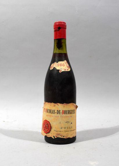 Une bouteille de SAINT NICOLAS DE BOUGUEIL...