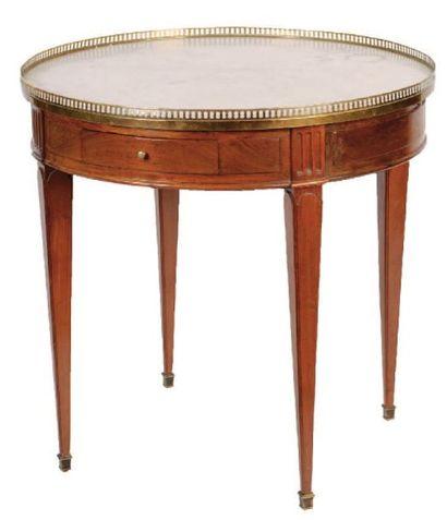 TABLE BOUILLOTTE style Louis XVI. Dessus...