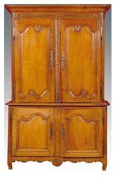 Buffet deux corps en bois sculpté XIXe siècle. Haut....