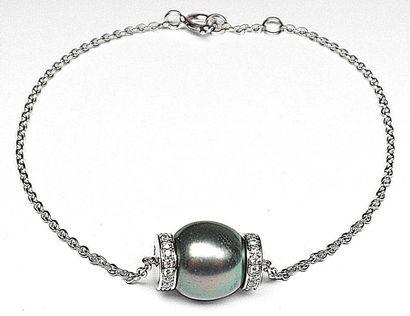 Bracelet or blanc soutenant une perle de...