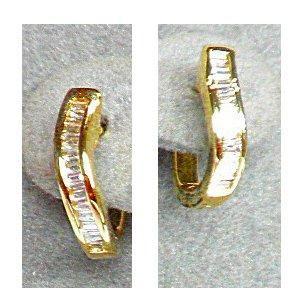Paire de 1/2 créoles or jaune sertie de diamants...
