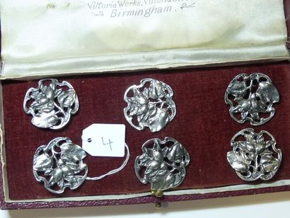 Série de 6 boutons en argent anglais à décor...