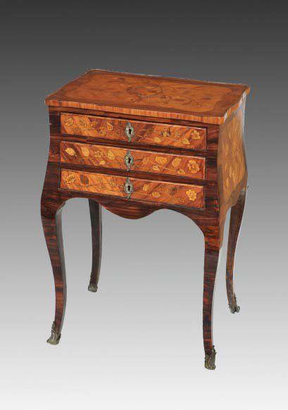 TABLE DE SALON Époque Louis XV. Haut. : 64...