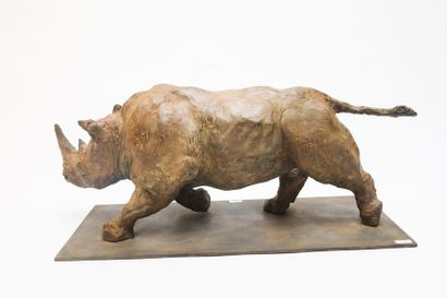 """DE LAMINNE Juan DE LAMINNE Juan, """"Rhinocéros"""", XXIe, épreuve en bronze à patine nuancée,..."""