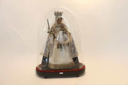 Vierge à l'Enfant sous globe, h. 55 cm [usures].