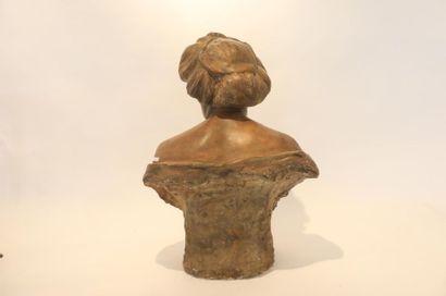 """ECOLE FRANCAISE """"Buste de dame"""", circa 1900, modèle d'atelier en plâtre patiné façon..."""