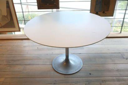 Table ronde Vintage, circa 1970, fût en métal...