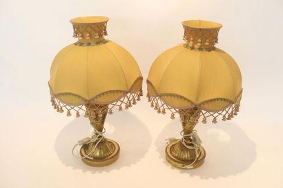 Paire de lampes de table de style, XXe, métal doré, marque aux revers, h. 58,5 ...