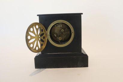 Pendule-borne, début XXe, marbre, h. 22 cm [fêlures au cadran, probablement inc...